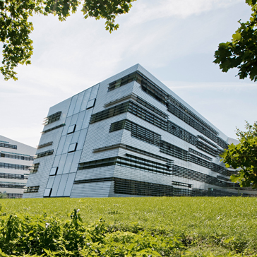 Das Gebäude des Johann Radon Institute for Computational and Applied Mathematics der Österreichischen Akademie der Wissenschaften am JKU Science Park © Hertha Hurnaus