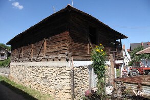 Only a few wooden houses survived the contruction of modern buildings (Urovica, 2016)