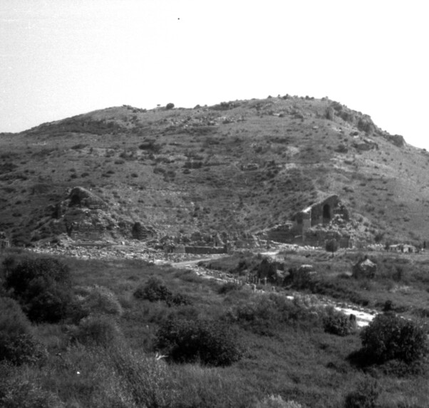 View of the Great Theater and the Arkadiane before the beginning of building activity and restoration (photo: OeAW-OeAI/ Image database)