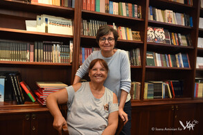 Sara Cohen Yanarocak and Gila Erbes standing at the Salom headquarters (Istanbul, 2017)