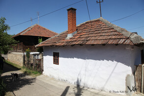 Only a few old houses survived the contruction of modern buildings (Urovica, 2016)