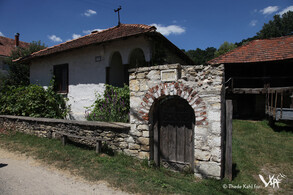 Living house with stone portal in Urovica (2016)